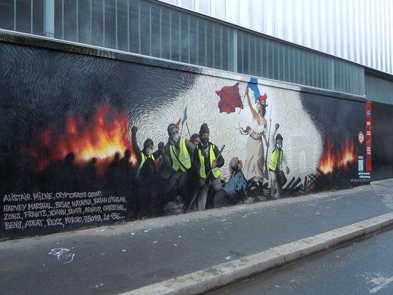 Fresque La Liberte Guidant les Gilets Jaunes