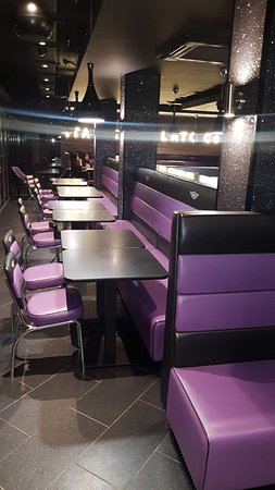 Creams Cafe: 90 Seating