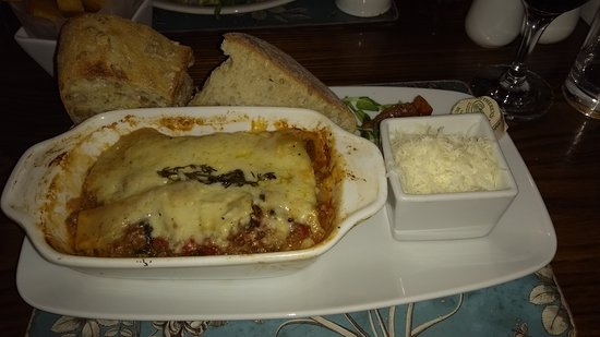 Orleton, UK: Home made Lasagne with Parmesan and Nutty Bread