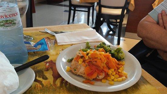 Hotel Jesús María: delicioso almuerzo: pollo grillado con verduras