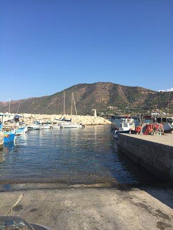 Pomos, Cypr: Можно прямо заехать в море!))) Осторожно скользко!!!