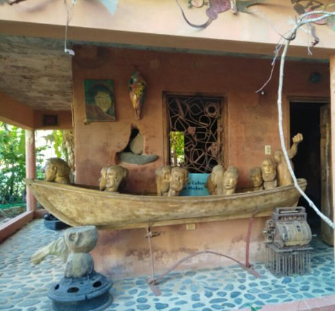 Museo del pueblo de Miches a cargo del escultor y profesor Genaro Reyes