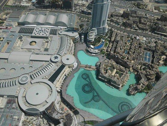 Burj Khalifa: Aussich auf die Dubai Mall und die Wasserspiel