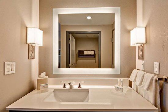 Homewood Suites by Hilton West Bank Gretna: Guest room