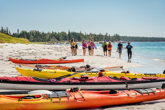 Shelburne, Canada: Paddlers enjoying the beautiful white sand beaches of Port Mouton Island.