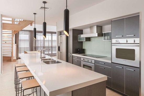 Adina Apartment Hotel Auckland Britomart: adina apartment hotel auckland three bedroom premier apartment kitchen