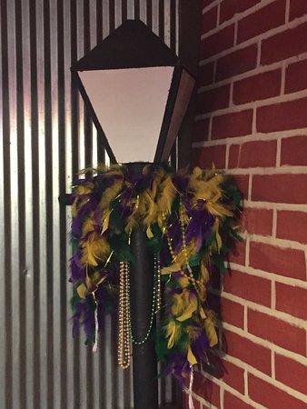 Lincoln, AL: Corner decoration