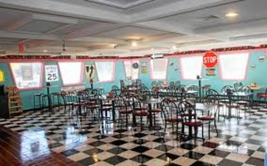 New Baltimore, MI: This photo doesn't do the restaurant justice-lots of little things to see!