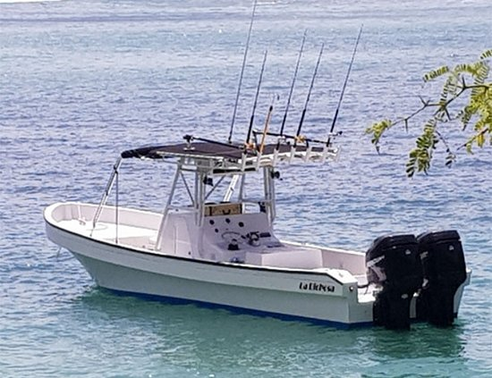San Juan del Sur, Nikaragua: Seating for 10-people, sun shade throughout, live bait tanks, 14-fishing pole holders, outriggers, bluetooth audio system and dual outboard engines (500-HP)