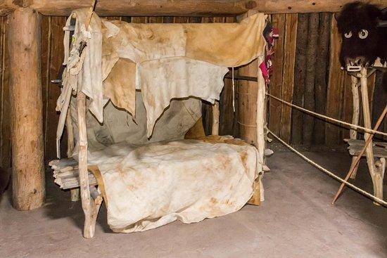 Северная Дакота: Bed Inside Earth Mound Hut