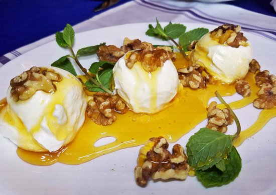 greek yogurt honey and walnuts