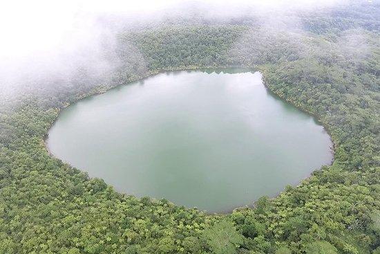 火山湖ハイキングと水泳