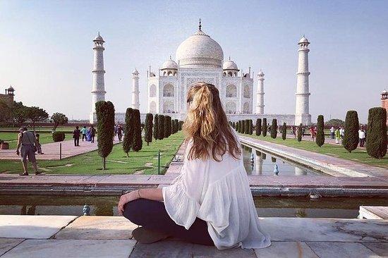 Tour Privado Sunrise Taj Mahal de Nova...