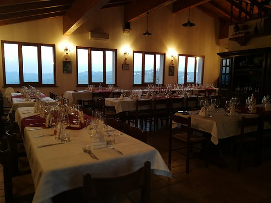 Montecalvo Versiggia, Italië: La sala principale