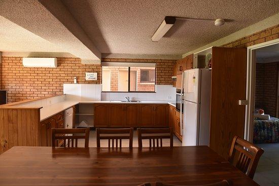 Diamond Beach Resort: Four Bedroom Kitchen Dining