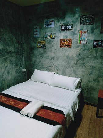 Prakhon Chai, Thailand: ห้องพักเตียงเดี่ยว ราคา 500/คืน