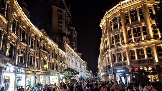 Zhongshan Road Walking Street: Vibrant and dynamic