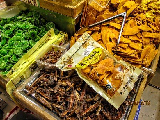 Zhongshan Road Walking Street: Food packets