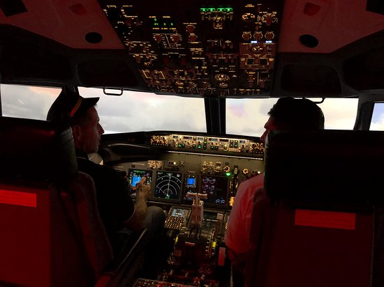 Paisley, UK: Ascent Aviation B737-800NG Simulator