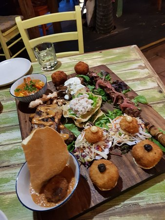 Clifton Beach, Αυστραλία: The platter for two was delicious and lots to share
