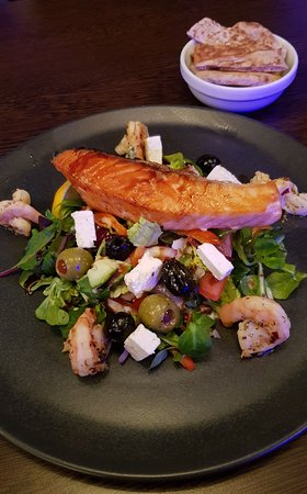 Blu Bar & Restaurant: Salmon & King Prawn Salad with Olives & Fetta Cheese