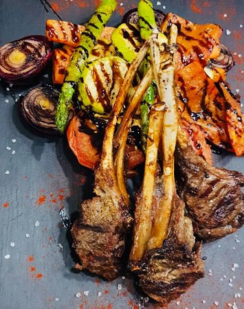 Texas BBQ: Lamb chops with grilled vegetables