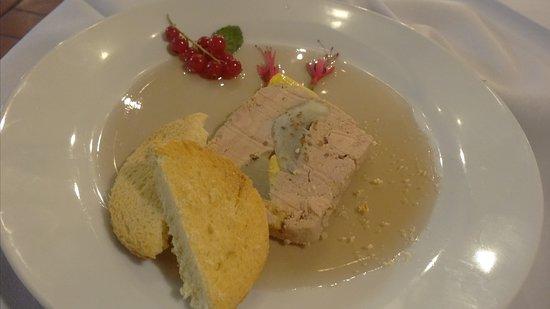 Beaulieu-sur-Loire, France: Foie gras aux artichauds