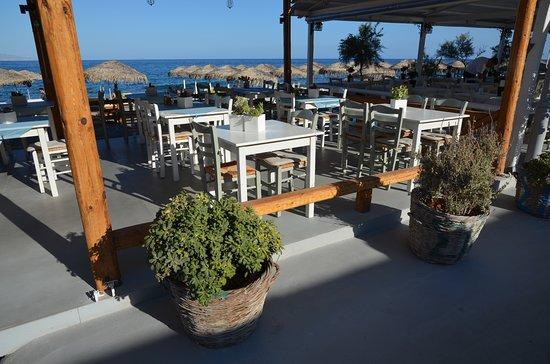 Taverna na pláži Kamari