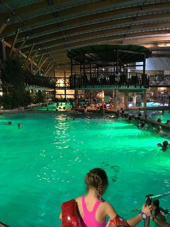Шикарный аквапарк