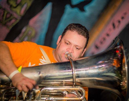 Трубач на сцене