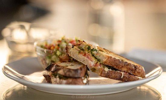 Goa's Ark: Pesto sandwich