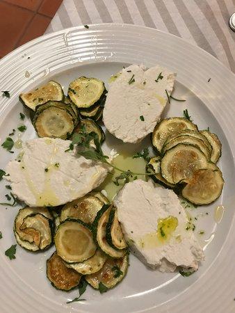 Su Braceria Ristorante: antipasto: zucchine alla scapece con ricotta fresca