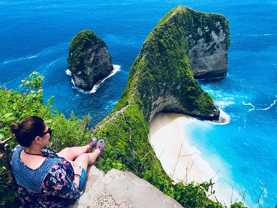 Kelingking beach. Bali is truly the Island of the gods! I mean look how beautiful these photos are!