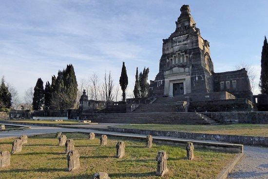 Mausoleo della famiglia Crespi
