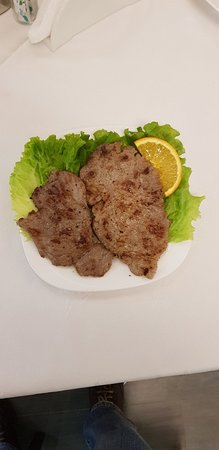 Kukes, Albanien: Biftek viçi / Biftek beef