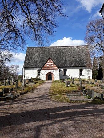церковь Св. Михаила в Перная