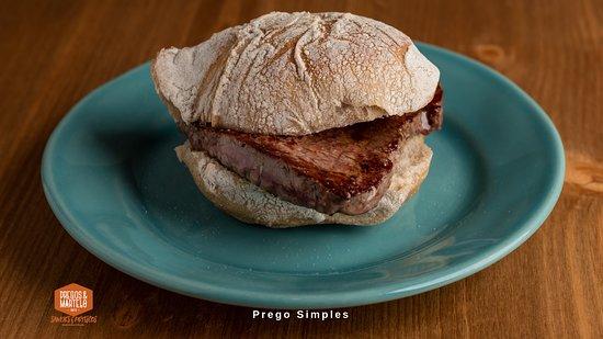 Prego em pão bife do lombo.