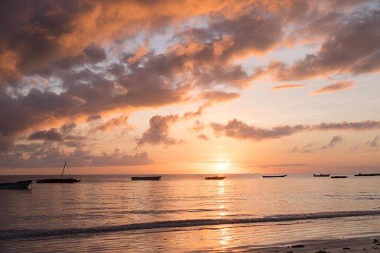 Zanzibar City, تنزانيا: Sunrise in Jambiani