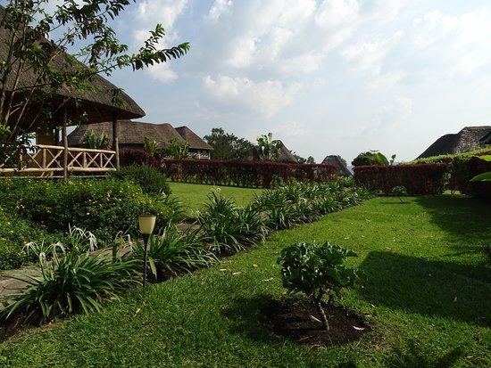 Crater Safari Lodge Kibale: Mooie aangelegde tuin