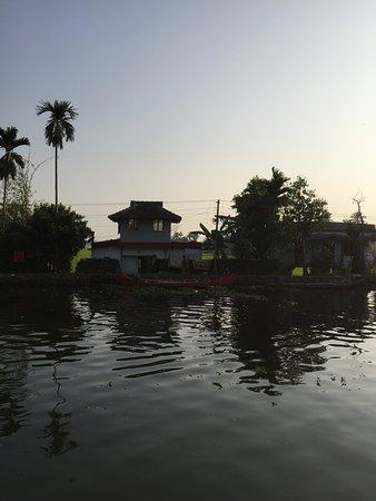 Von Bord des Hausboots gesehen