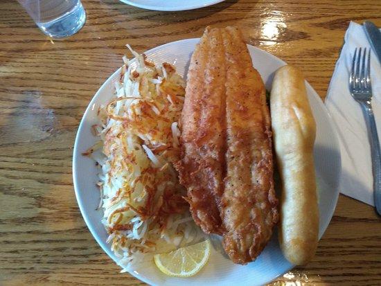 Pleasant Hill, Iowa: My favorite !   Senior catfish dinner !