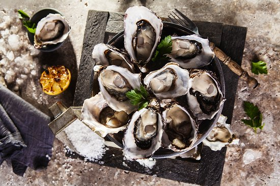 The Lazy Lobster: Dozen Oysters natural