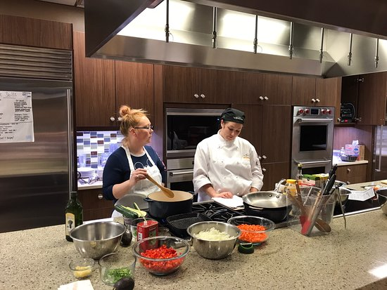 Glen Allen, VA: Knife skills class at aprons