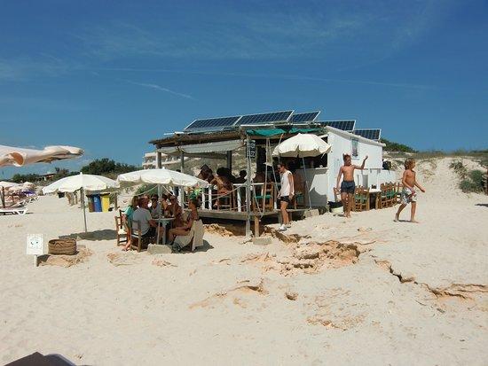 El Pilar de la Mola, Spain: Chiringuito a pié de playa, cerveza de barril buenísima, una joya de Formentera