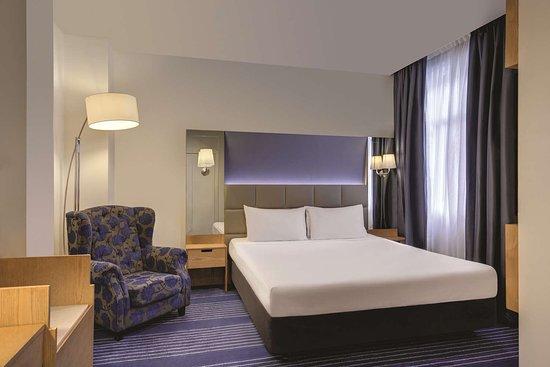 rendezvous hotel melbourne deluxe room bedroom king