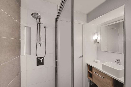 rendezvous hotel melbourne deluxe room bathroom shower only
