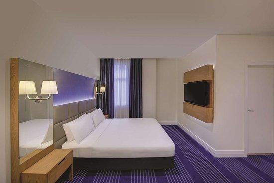 rendezvous hotel melbourne deluxe room bedroom queen