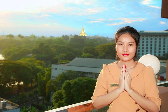 Breath taking view of Shwedagon Pagoda/Sun rise/Sun set