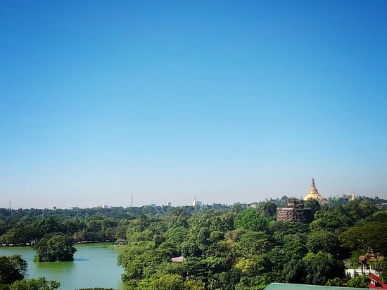 Hotel Rose Hill: Breath taking view of Shwedagon Pagoda/Sun rise/Sun set