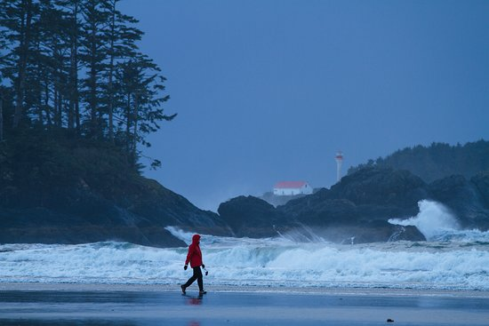 Storm Watching in Tofino – Photo by: Jeremy Koreski